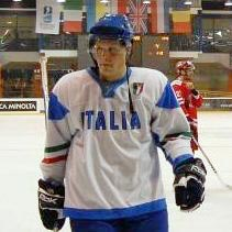 Trevor Johnson in maglia azzurra