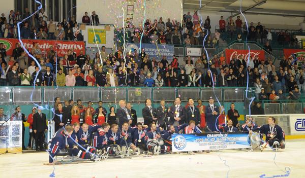 Gli Stati Uniti sono i Campioni del Mondo 2009 di Ice Sledge Hockey