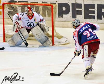 Mark Smith al tiro contro il Bolzano