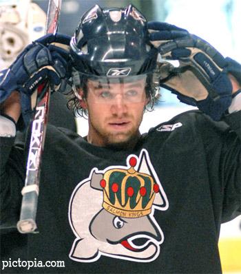 Matt Kelly con la maglia dei Victoria Salmon Kings