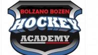 (dal sito dell'Hockey Academy) – Trasferta lombarda per l'Academy dal sapore agro-amaro. Il comportamento dell'u.13 al torneo di Varese è stato più che positivo durante lo scorso week end: un […]