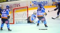 (Comun. stampa Asiago Hockey 1935) –Non bastano i tre tempi regolamentari, nè l'overtime. All'Odegar i danesi dell'Herning Blue Fox piegano l'Asiago Hockey solo al termine dei tiri di rigore chiudendo […]