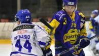 (Comun. stampa AHL) – I giocatori austriaci Johannes Schernthaner e Felix Volgger (nella foto) rimarranno nella difesa dell'EK Zeller Eisbären anche per la stagione 2017/18 della Sky Alps Hockey League. […]
