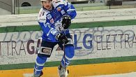 (Comun. stampa Hockey Cortina) –Un altro giovane talento di casa appone la firma sul contratto che lo legherà alHafro Cortina Hockeyper la prossima stagione inAlps Hockey League. Ancora 22enne,Ronny de […]