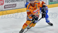 Nella seconda gara di semifinale, il Lubiana prepara il trionfale ingresso nella quarta edizione della finale di Alps Hockey League. I Draghi Verdi, in Voralberg, schiantano la resistenza dei Leoni […]