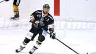 Dopo l'iscrizione alla serie A / Alps Hockey League, si viaggia a ritmi elevati per pianificare la prossima stagione agonistica! Con l'inserimento di Stefan Kobler (nella foto di copertina) come […]